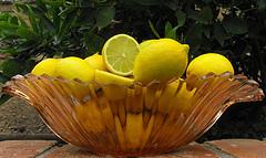 lemons,bowl