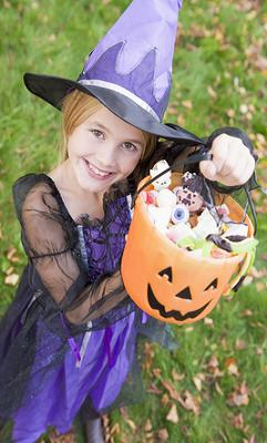 girl,witch,trick-or-treat